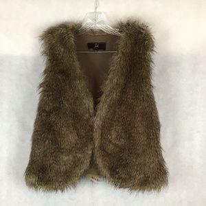 Jack. BB Dakota Faux Fur Vest 🛍